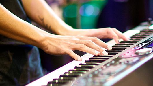 Keyboardunterricht und Klavierunterricht für Jugendliche